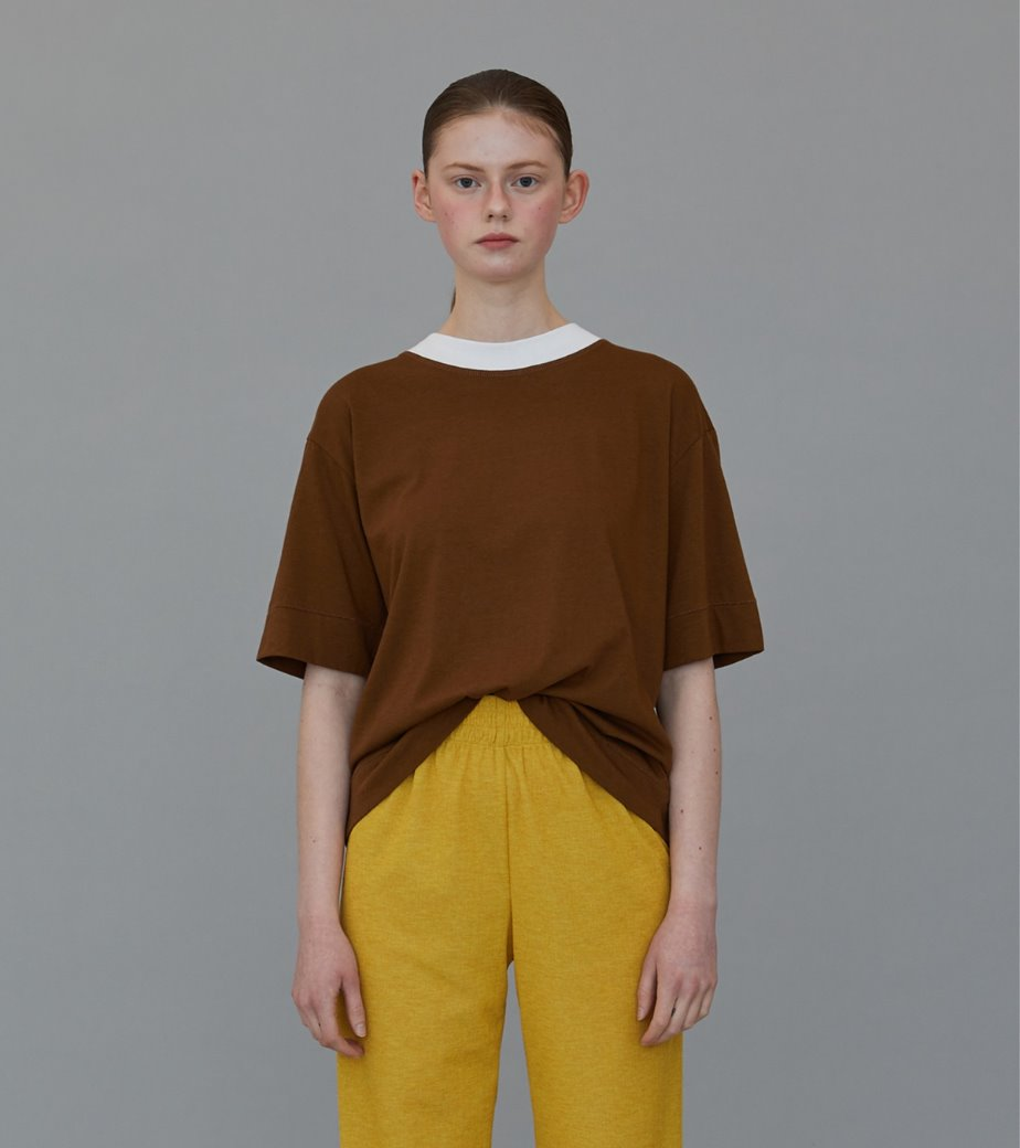 TS02CO01 CONTRAST MOCK-NECK T HAZELNUT+WHITE